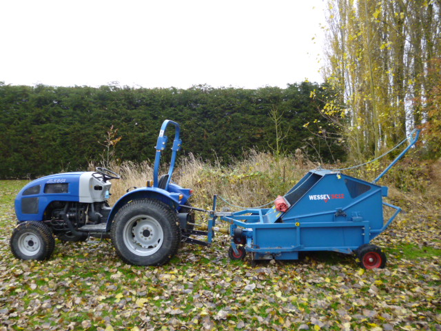 SOLD!!! LENAR COMPACT TRACTOR 4X4 TURF TYRES