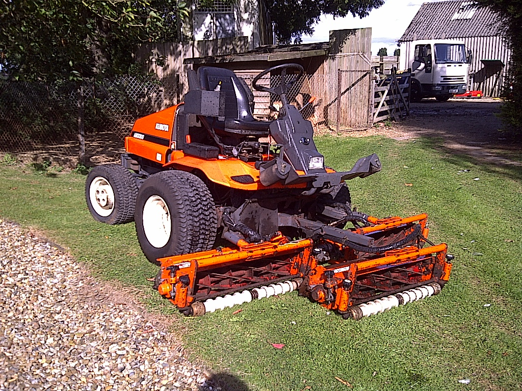 SOLD!!! KUBOTA AM3300 OUT FRONT CYLINDER LAWN MOWE