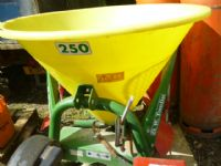 SOLD!!! FERTILISER SPREADER D W TOMLIN 250XL  ATTA