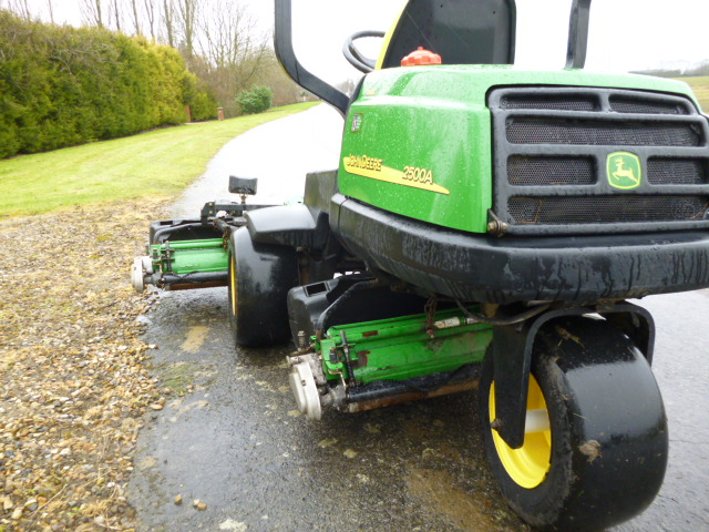 SOLD!!! JOHN DEERE 2500A GREENS MOWER C/W BOXES